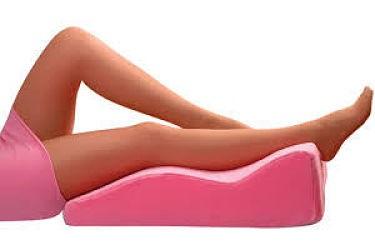ноги на подушке