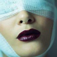 забинтованные глаза после операции